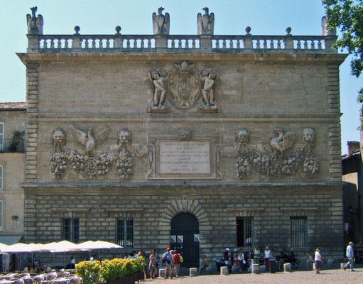 Päpstliche Münzprägeanstalt in Avignon mit Adler- und Drachenmotiven