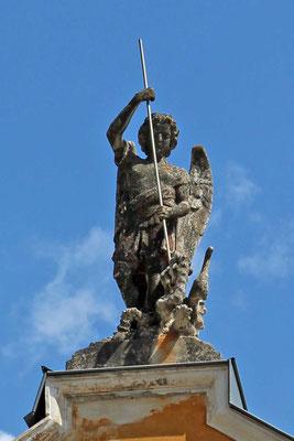 Figur St. Michaels als Dachbekrönung der St. Michaels-Kirche, Tende