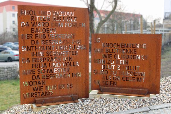 Merseburger Zauberspruch mit der Anrufung Wodans auf einer modernen Installation; Merseburg, 2014