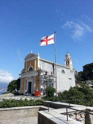 St. Georgskapelle in Portofino mit Georgsflagge