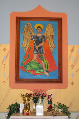 Wandbild mit einer Darstellung St. Michaels über einem Seitenaltar der St. Michaels-Kirche, Tende