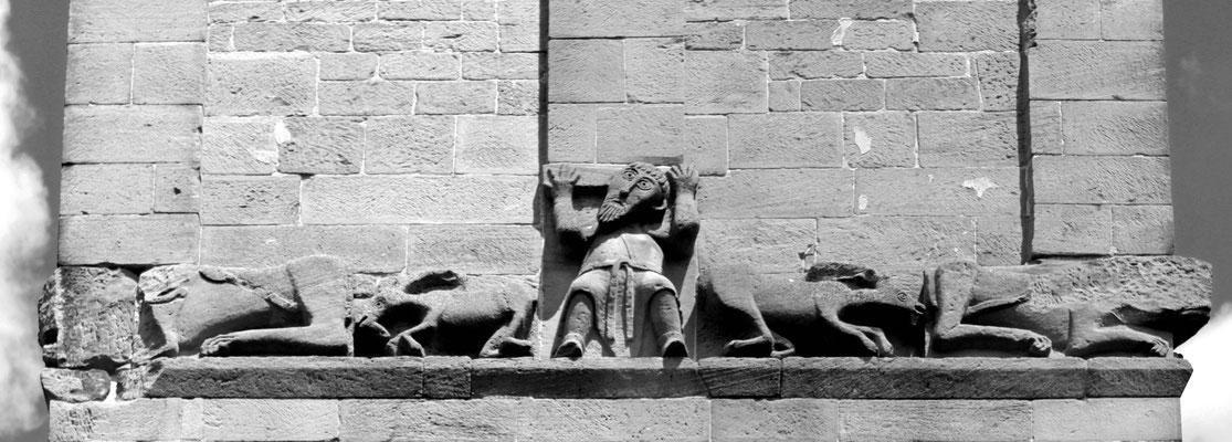 Rätselhaftes Figurenfries mit Ziegenböcken am Turm der ehemaligen Klosterkirche von Hirsau, 11. Jahrhundert