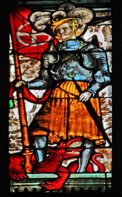 """St. Georg mit Fahne in """"verwechselten"""" Farben, Glasfenster der St. Sebaldus-Kirche, Nürnberg, 15. Jahrhundert"""