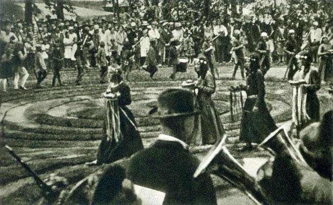 """Tanz in der """"Windelbahn"""" von Kaufbeuren, Mitte der 1930er Jahre"""