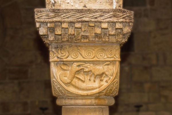 Kapitell aus der Westkrypta des Bremer Doms mit der Darstellung von Midgardschlange und Fenriswolf, Mitte des 11. Jahrhunderts oder früher