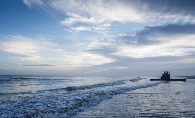 Sonnenaufgang Langeoog .... Sandaufspülungen am Meer
