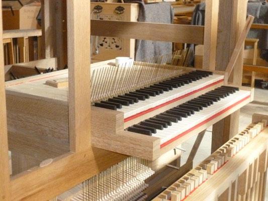 Clavier face à l'orgue