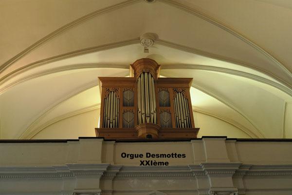 L'orgue Montée sur la tribune du temple (restaurée et solidifiée)