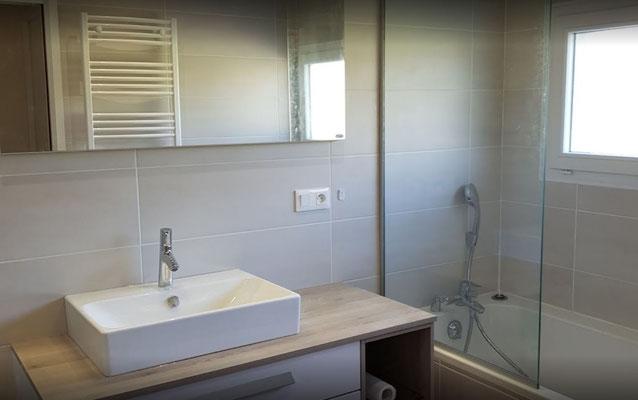 Rénovation de salle de bain avec baignoire