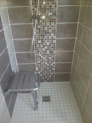 Salles de bains et sanitaires PMR à Grenoble Service dépannage plombier à Grenoble