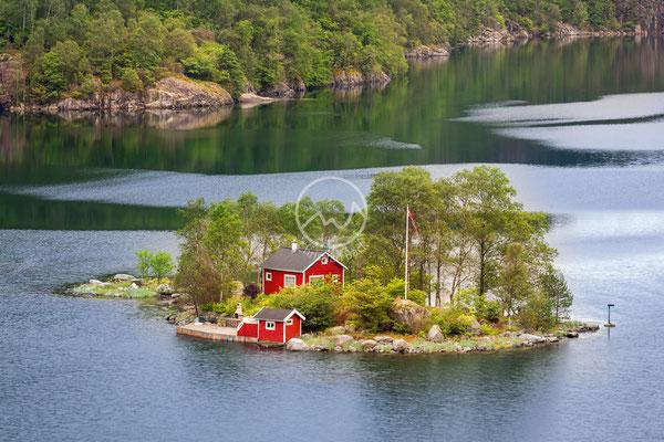 Einsame Insel im Fjord