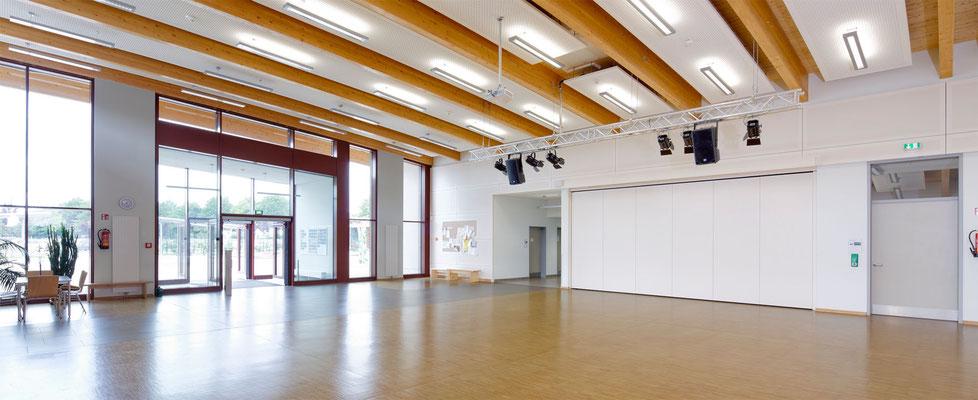 Die Eingangshalle bietet gleichzeitig viel Raum für Veranstaltungen