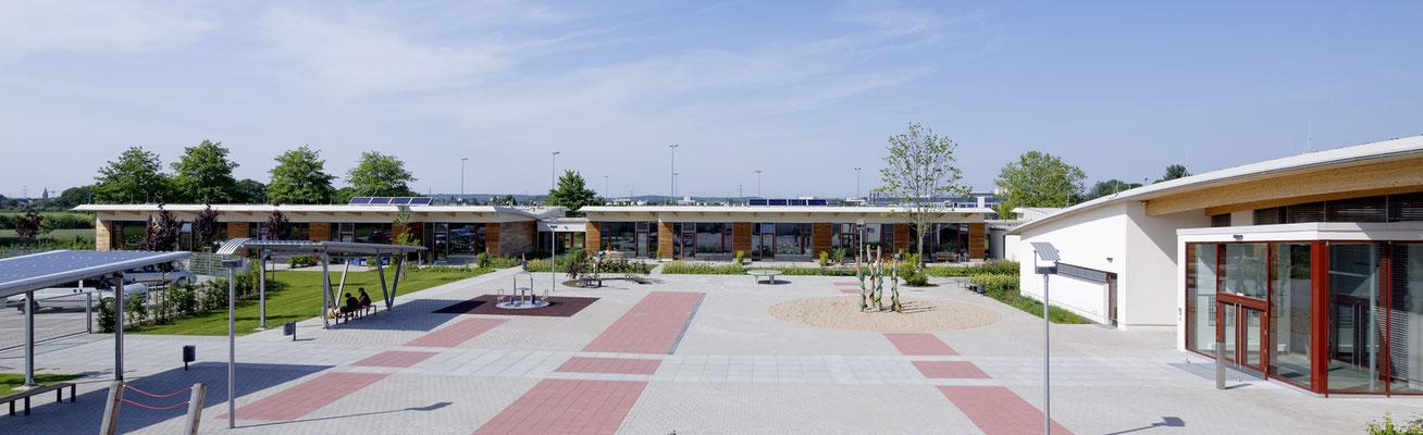Großer einladender Schulhof