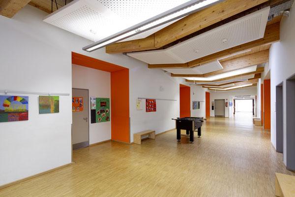 Helle freundliche Farben bestimmen die Innenräume in den Gebäuden