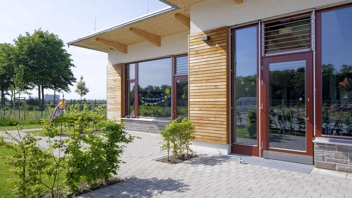 Moderne Klassenräume mit ebenem Gartenzugang