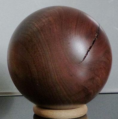 Holzkugel gedrechselt aus Nussbaum - 10,8 cm