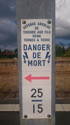 Bahnhof Charmes - Warnung