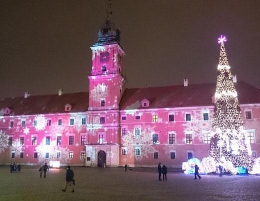 mit Schnee illuminiertes Schloss