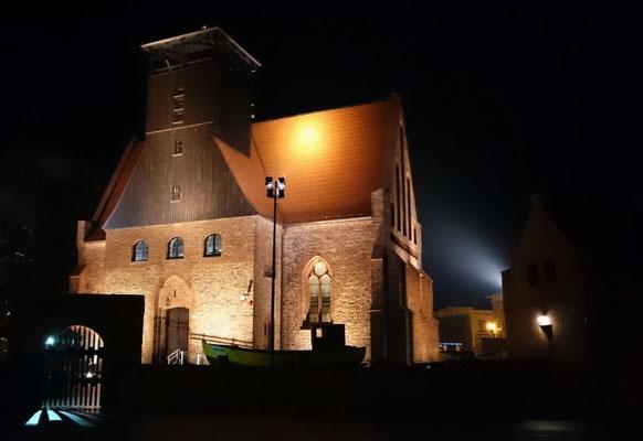 die Kirche, ansprechend illuminiert