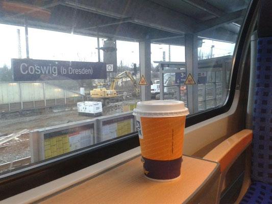 Kaffee im Zug nach Leipzig