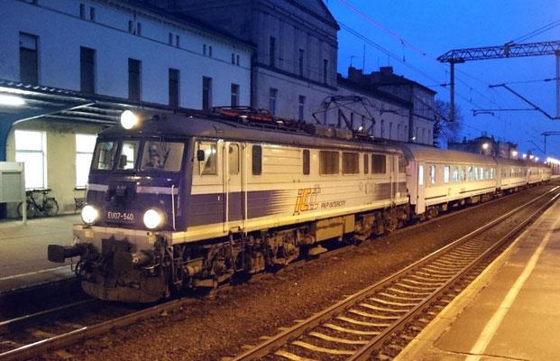TLK nach Stettin bei seiner Rast in Bahnhof Kreuz