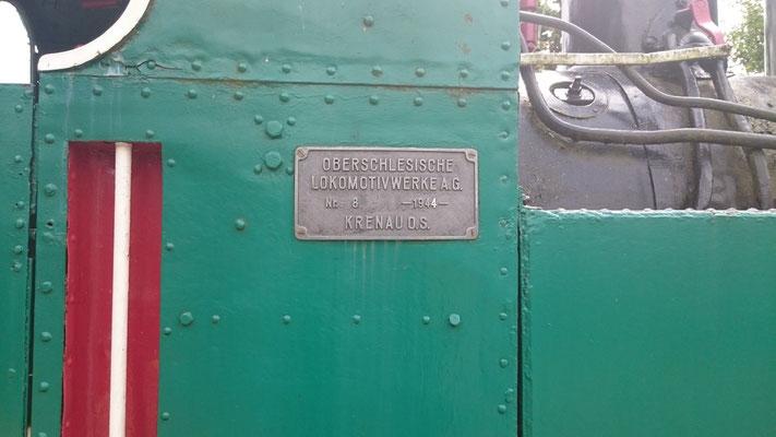 Herstellerschild an der Lok