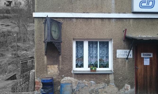 schicke Uhr in Dolní Žleb