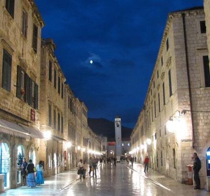Altstadt mit Mond