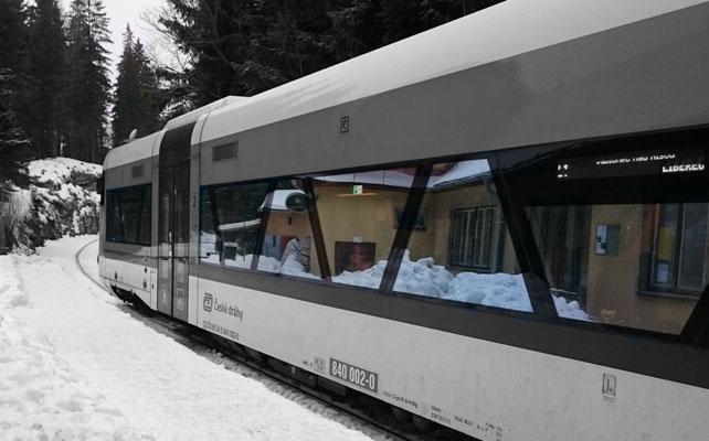 zur Abfahrt bereit nach Liberec: der Regioshuttle