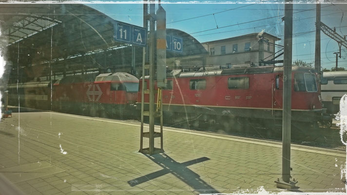Alt- und Neubau-E-Lok in Basel