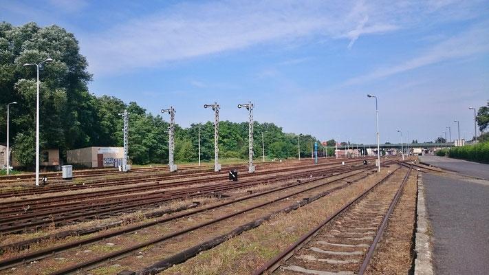 Blick zu den Bahnsteigen hin