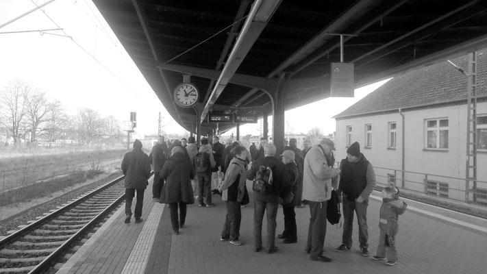 wartende Reisende in Meißen wollen Abschied nehmen