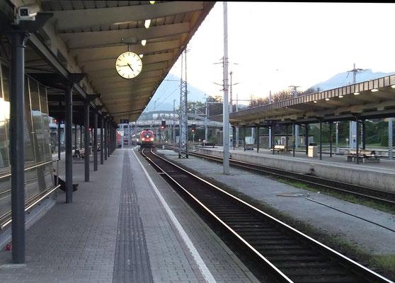 Einfahrt des EC aus Frankfurt nach Zagreb