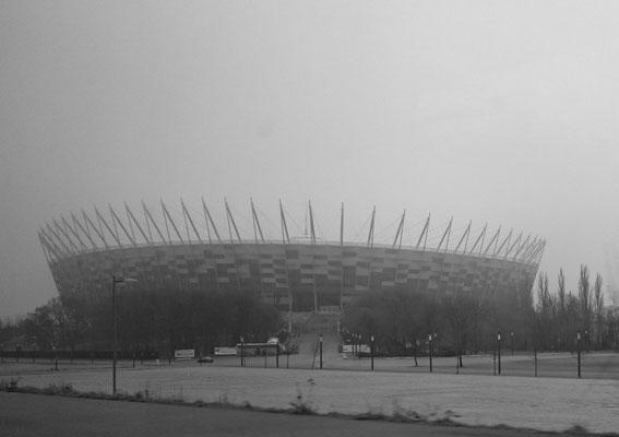 Nationalstadion zu Warschau, aus der Bahn heraus