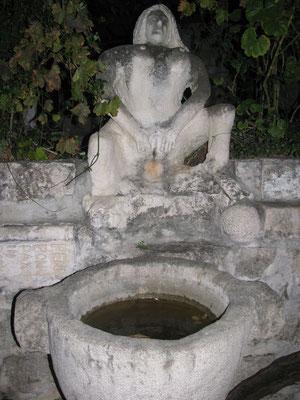 obszöner Brunnen