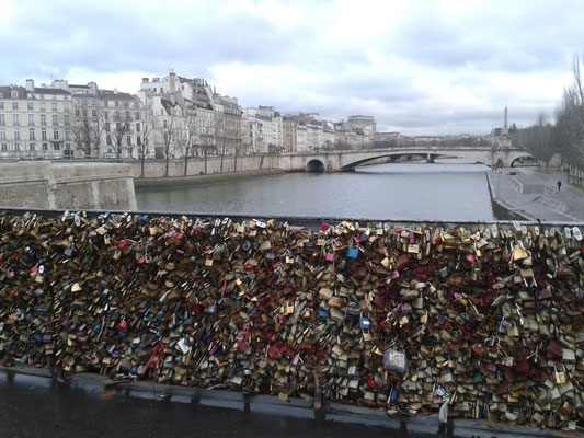 in Paris gibt es viele Schlösser