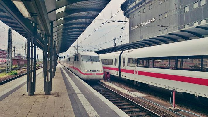 ICE nach Zürich fährt ein