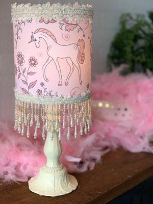 Lampe de chevet à motif licornes de Les lampes de Marie, 135$
