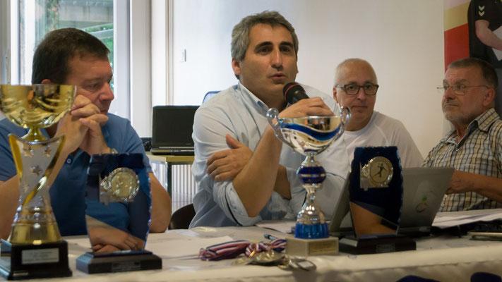 Au centre, M. Charles Dudognon vice-président de la JA Isle Handball et président de la JA Isle Omnisports