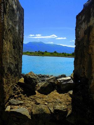 Monolia-die größte der Inseln-Euböa-Griechenland-Verlassene Häuser
