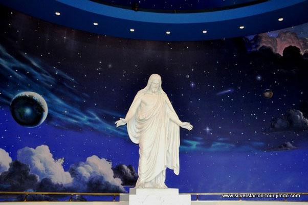 ca. 3.30 Meter hohe Christusstatue