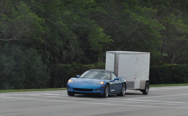 Was es nicht alles gibt - Corvette mit Anhänger ;-)