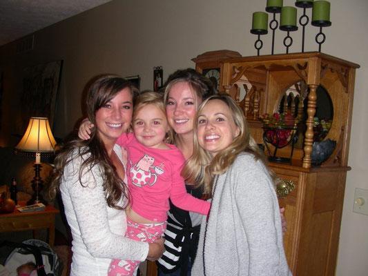 Mägi, Käthy und Laura mit Tochter Grace