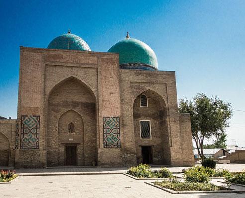 Gumbaz-i-Seidon tomb   (Dome of Sayyids)