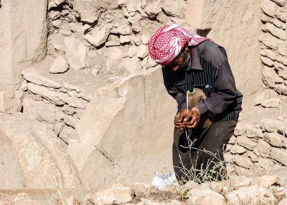 Göbeklitepe (prehistoric excavation site), Kurdistan - worker
