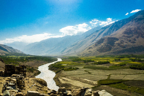 Kaakhka-Kala fortress (Ka'akh-Ka) - View to East in the Wakhan Valley. Right from Panj river: Afghanistan