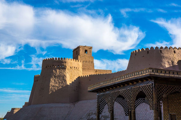 The watch tower of Khiva's Ichan Kala. He has become a place of pilgrimage for camera-clicking tourists, especially in the evening light when the whole city glows and glimmers and needs only a few flying carpets to complete the picture!
