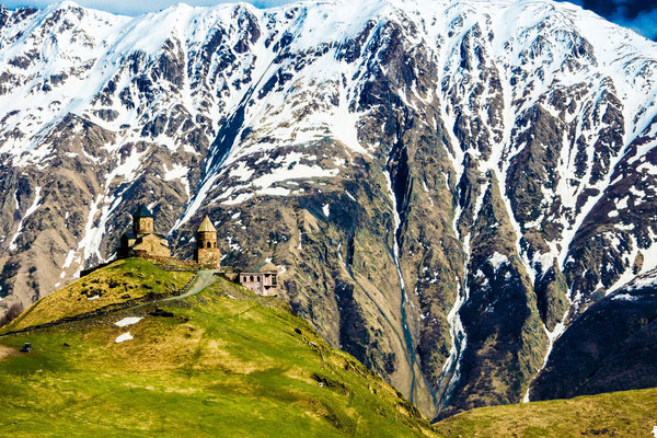 This architectural complex from the XIV century is located 6 km from the town of Stepantsminda, at a height of 2200 m.