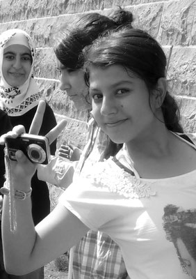 Kurdistan - young girls near the Silvan Bridge