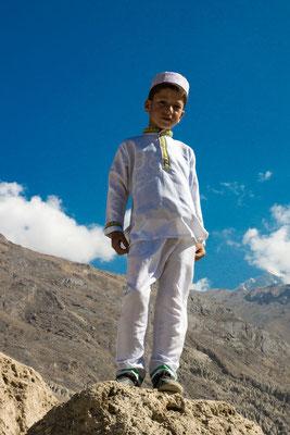 Tajikistan,  Kaakha-Kala fortress - Hintissor poses for tourist
